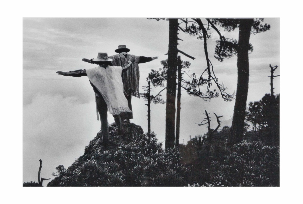 Sebastiao Salgado, Praying to mixe god. Oaxaca, Mexico